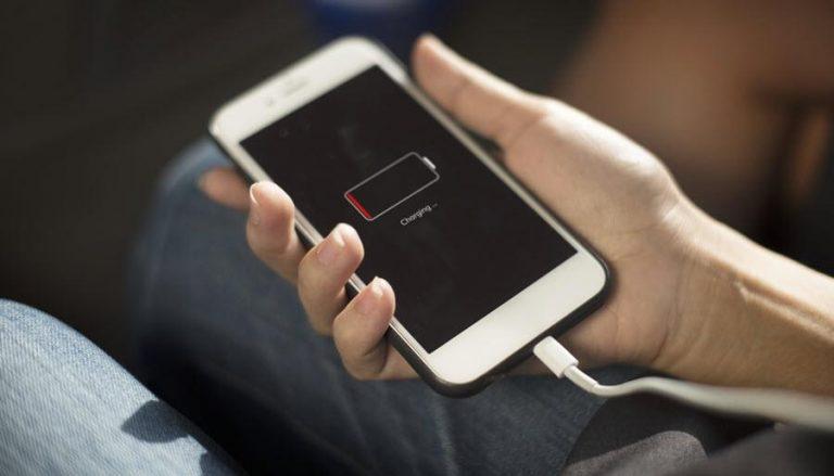 penyebab baterai hp lama terisi saat pengecasan